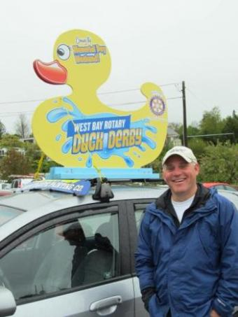 duck sign on roof of car